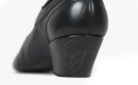 B111 Bryan Black Leather